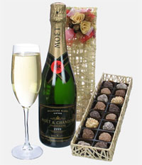 Sparkling direct: Moet et Chandon Vintage Champagne and Luxury Chocolate Gift